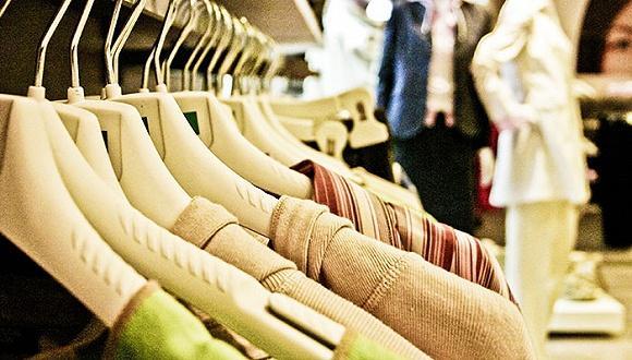 西班牙人每年在衣服上花多少钱?