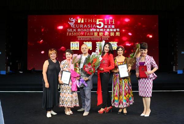 2016亚欧丝绸之路服装节在新疆乌鲁木齐闭幕