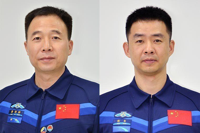 航天员会面媒体 中国新款航天员服装首次亮相