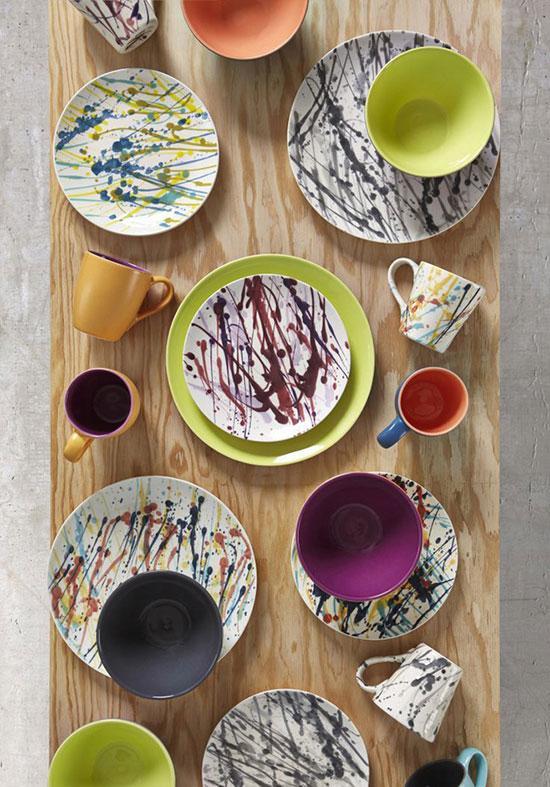 餐桌上的缤纷掠影 花花绿绿的艺术瓷盘