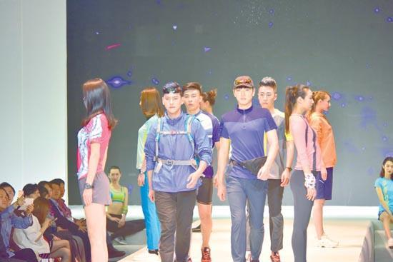 首届中国(丹东・东港)运动户外服装产业文化周开幕