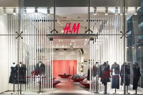 惊!H&M被曝烧衣服清库存 每年焚烧12公吨