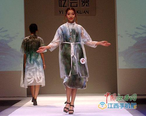 中国传统古风服饰秀 引时尚潮流(图)