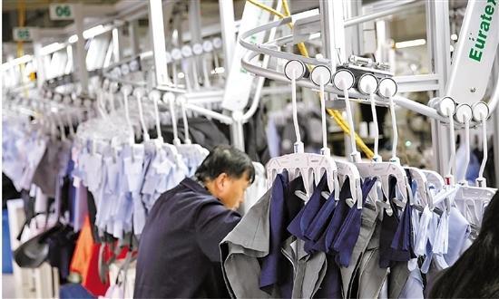 十九大报告中提到的新要求 萧山这家服装企业干成了