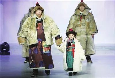第十四届蒙古族服装服饰艺术节在呼和浩特拉开大幕