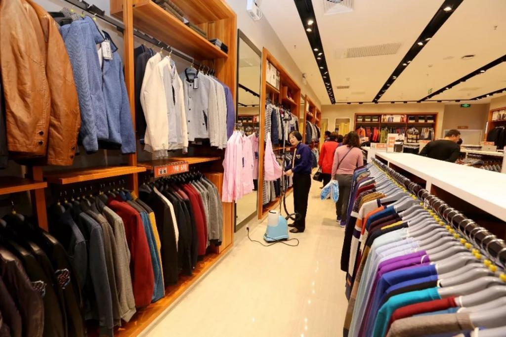 一家周旋于阿里、腾讯、京东、美团之间的服装企业