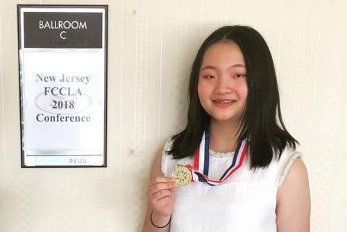 美国新州高中服装设计比赛 华裔女孩获金牌