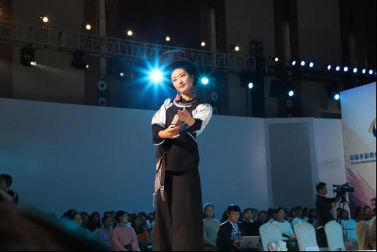 首届多彩贵州民族服饰设计大赛在黔西南开幕