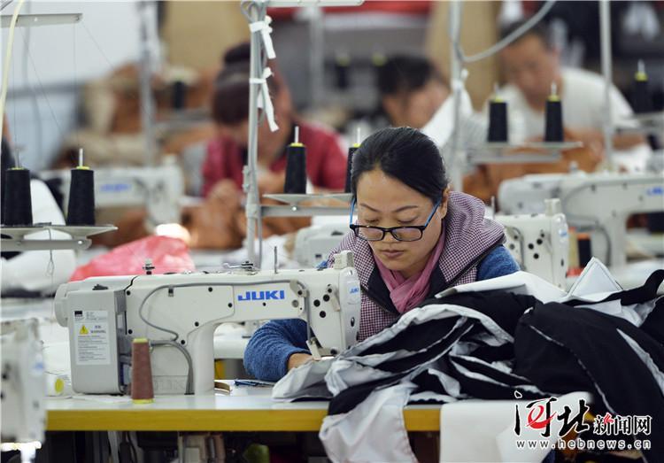 """从北京""""搬""""来的服饰小镇——探访沧州明珠国际服饰产业特色小镇"""