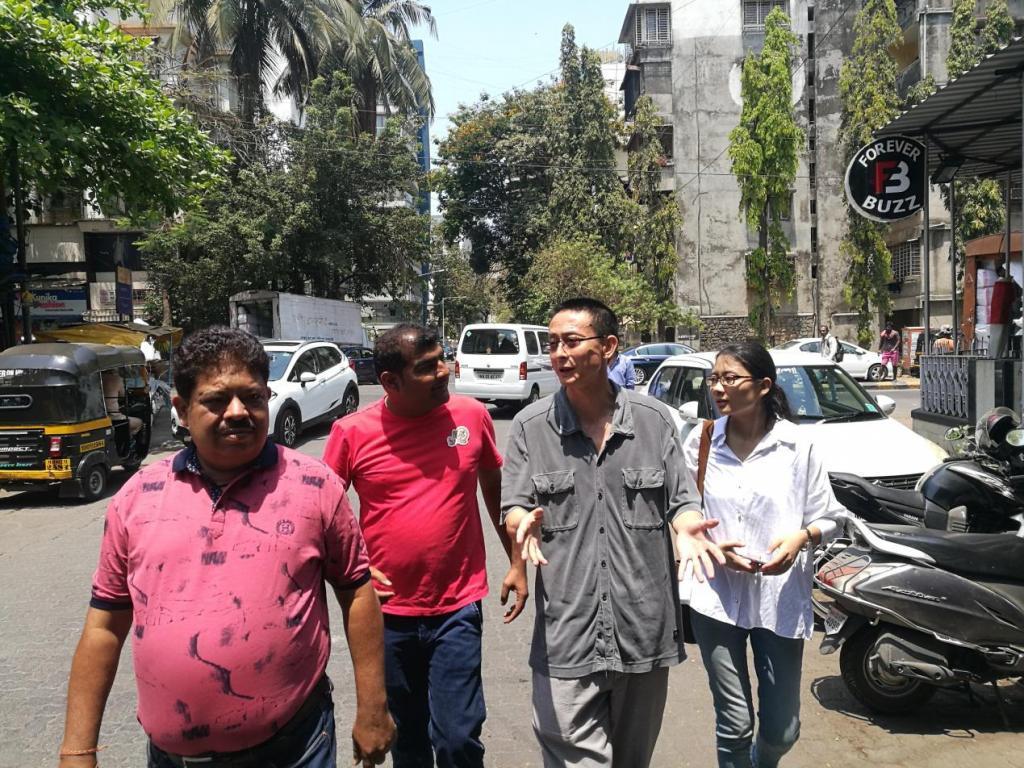 驻孟买总领事唐国才考察孟买中国服装批发市场
