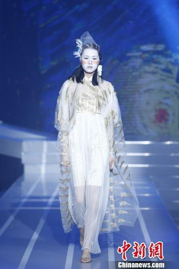 中国AI技术挑战人类服装设计师 成时尚弄潮新宠