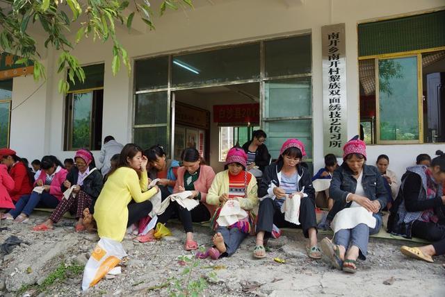 """海南黎锦:中国纺织业的""""活化石"""""""
