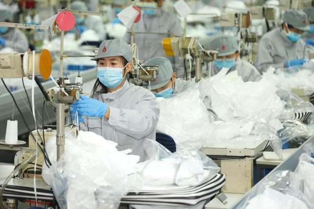 山东即墨:纺织企业转产口罩 助力新冠肺炎防控