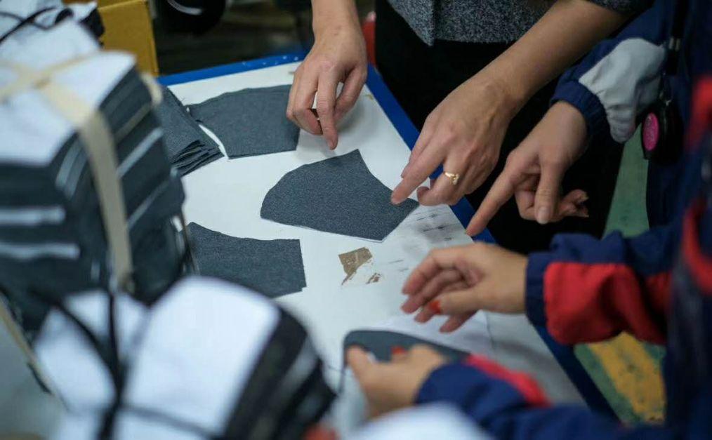 俄罗斯部分服装厂转产医用口罩