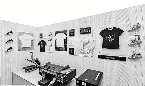 快时尚们转攻线上 杭州商圈服装体验店越开越多