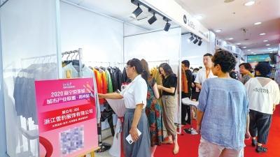 """郑州服装市场刮起""""探亲""""风潮"""