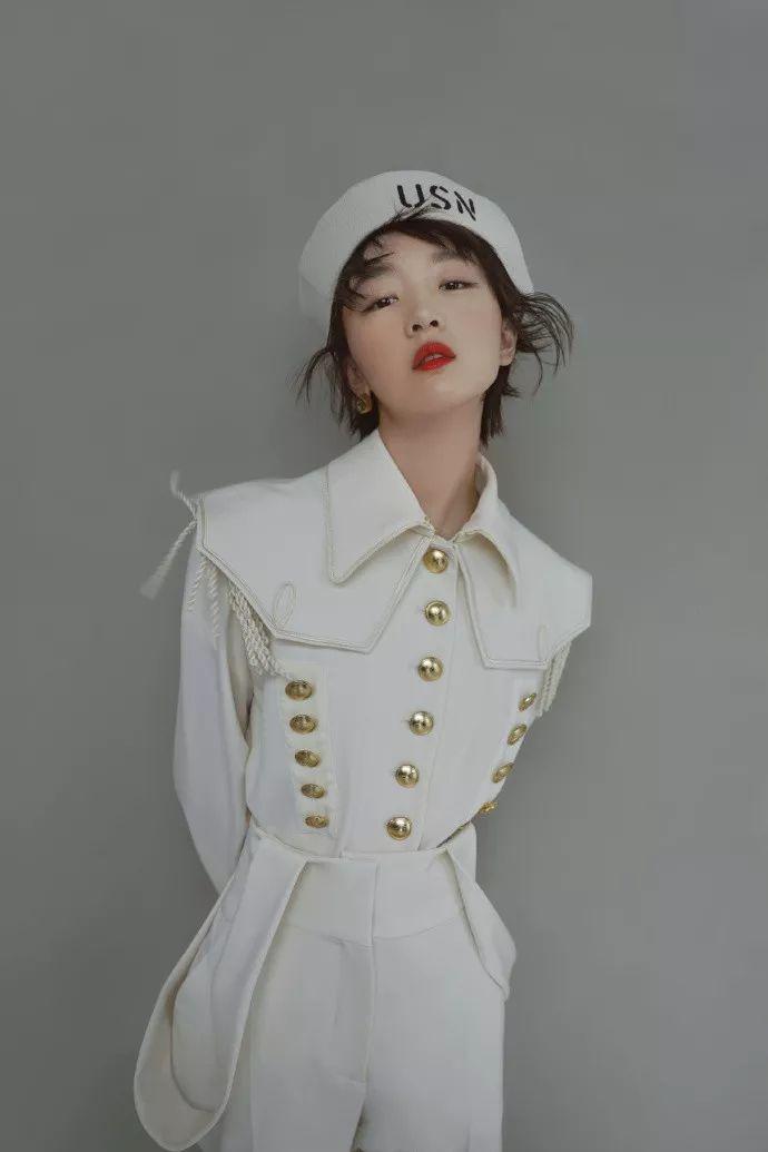 个性半裙搭出时尚鬼马精灵造型